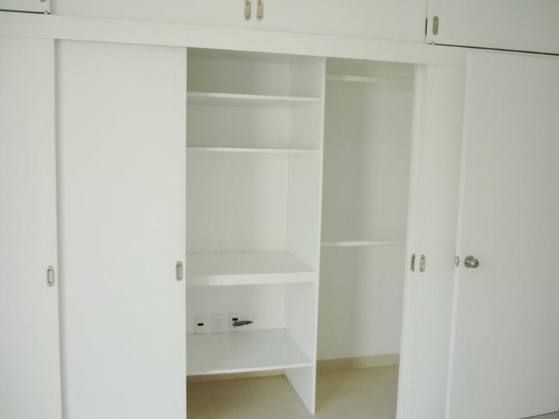 090720_124823_master-bedroom-closet